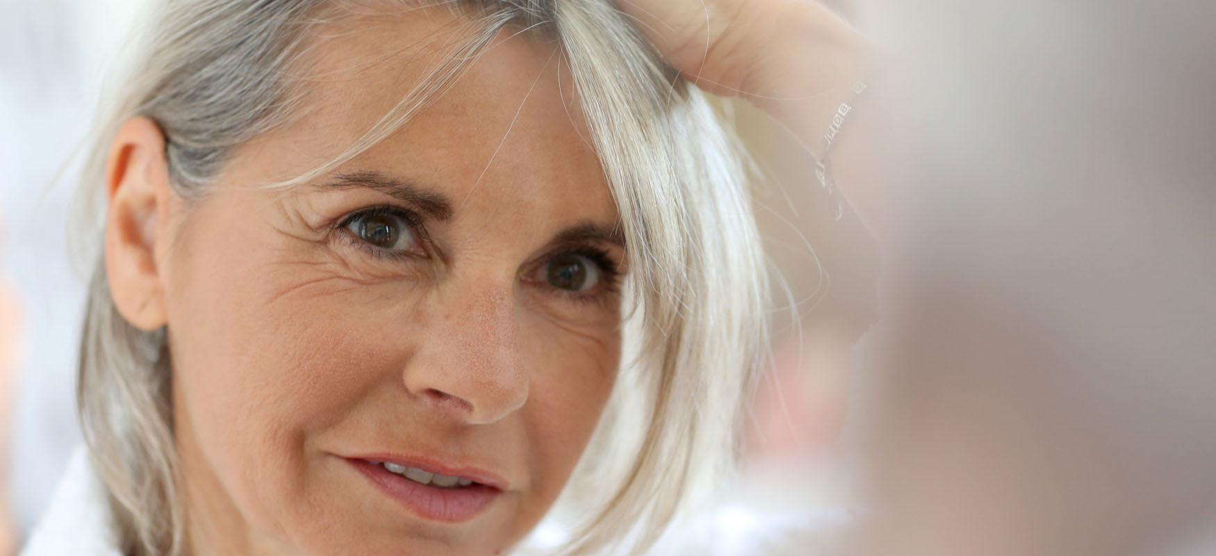 Włosy też się starzeją – czymożna opóźnić ten proces?