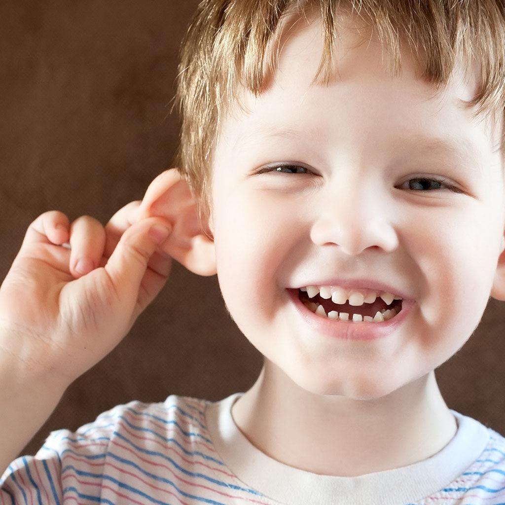odstajace uszy u dziecka