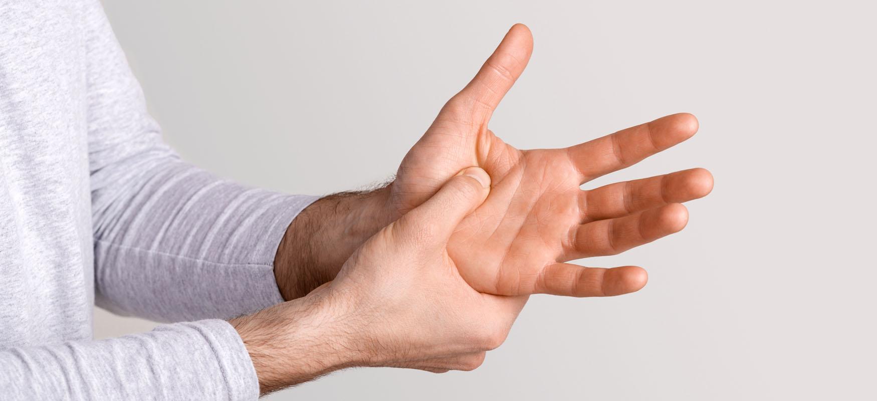 Strzelanie palcami – palec trzaskający